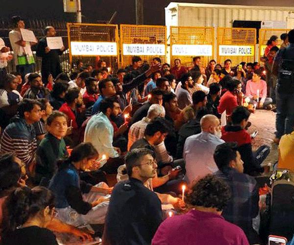 Հնդկաստանում տասնյակ ուսանողներ ու դասախոսներ են տուժել դիմակավոր անձանց հարձակման հետեւանքով