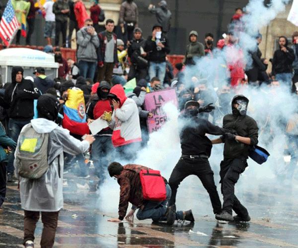 Բախումներ Կոլումբիայում՝ ուսանողների եւ ոստիկանների միջեւ