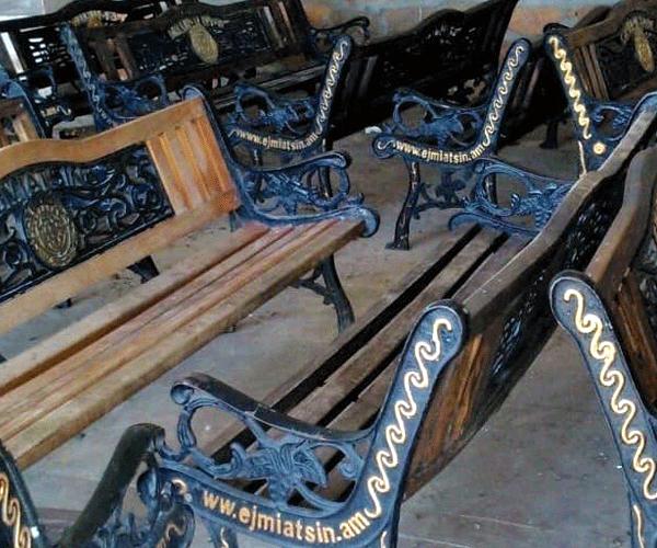 Էջմիածնի կենտրոնից հավաքվել են շարժական նստարանները