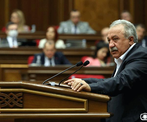 «Մանդատդ վայր դիր՝ ես էլ կդնեմ». «Իմ քայլ»-ի քաղաքական առաջարկը «Լուսավոր Հայաստան»-ին