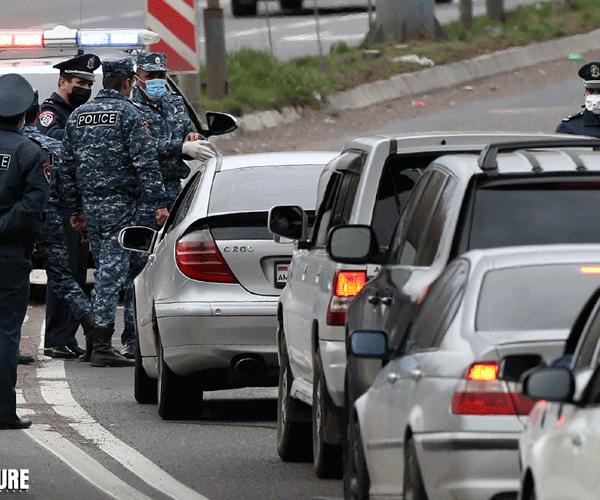 Գյումրիում տեղաշարժման թերթիկ պահանջած երկու ոստիկան դանակահարվել է