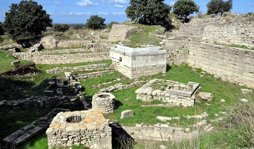 Պեղումների վայրը Գիսարլիկի բլրի վրա