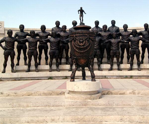 Գողացել են «Արարատ-73»-ի ֆուտբոլիստների արձաններից մի քանիսը (տեսանյութ)