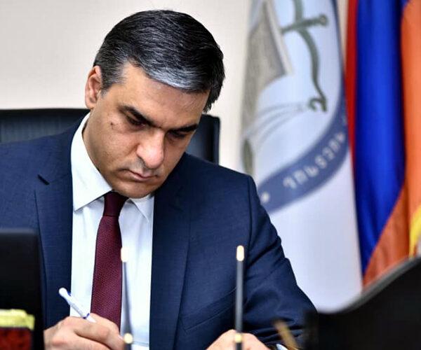 Արման Թաթոյանը Հայաստանում ամենաբարձր վարկանիշն ունեցող գործիչն է. հարցում
