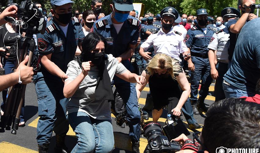 Փողոցը մարտահրավեր է նետել Հայաստանի վարչապետին.Փաշինյանի հրաժարականի պահանջով առաջին բողոքի ակցիան. «Կոմերսանտ»