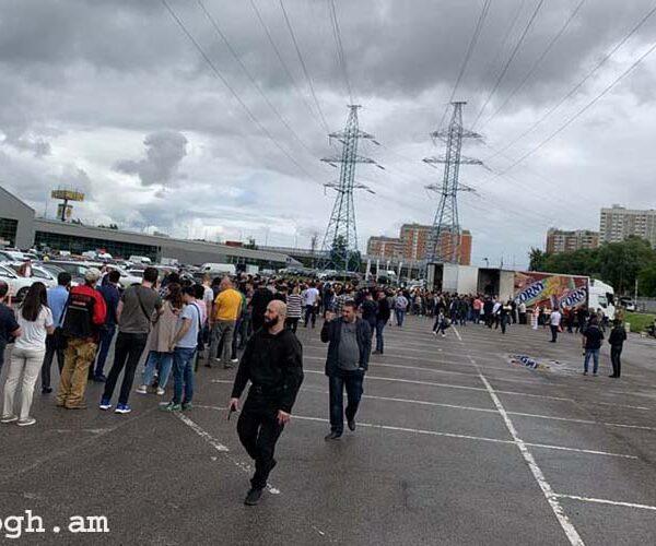«Մոսկվայում ծիրանի հերթեր են: Կեցցե հայությունը». Զոհրաբ Եգանյան