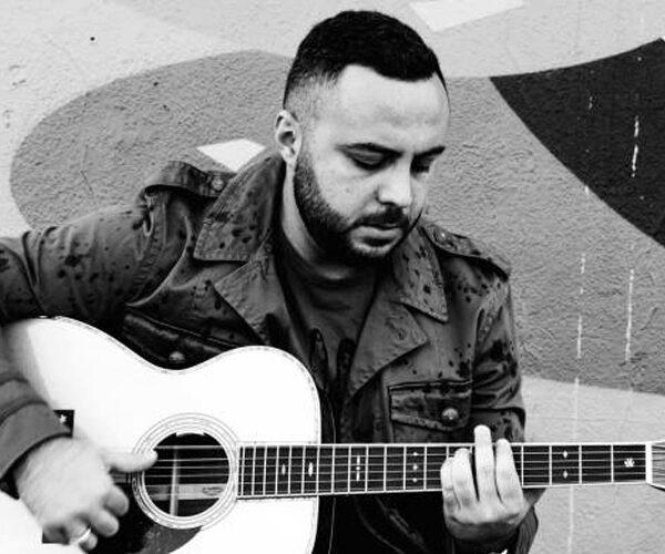 Սուրեն Առուստամյանը նորովի է մատուցել Ain't No Sunshine հանրահայտ երգը