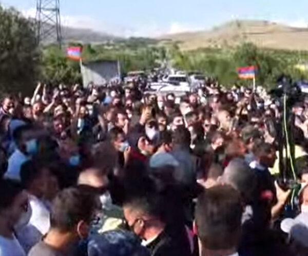Լարված իրավիճակ Ամուլսարում. քաղաքացիները բերման են ենթարկվում