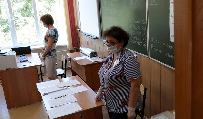 Ուսուցիչը՝ դասասենյակում՝ համավարակի օրերին (Ռուսաստան)