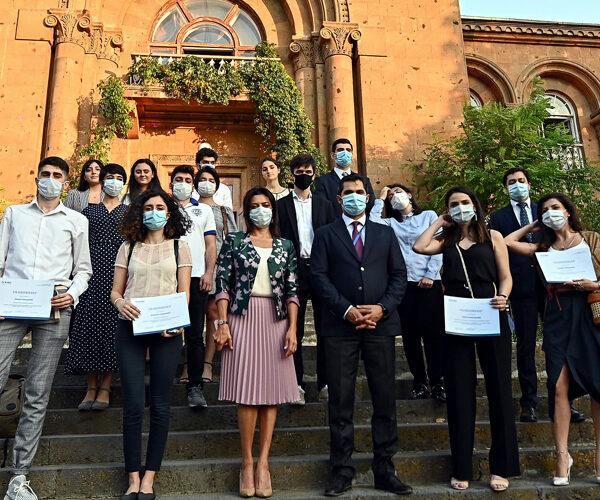 «Իմ քայլը» հիմնադրամը կրթաթոշակներ է շնորհել հայ երիտասարդներին՝ արտերկրի բուհերում ուսանելու համար