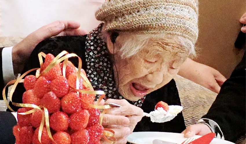 Կանե Տանակա, ամենածեր կին