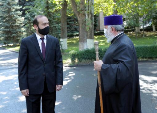 Կաթողիկոսի եւ ԱԺ նախագահի հանդիպումը