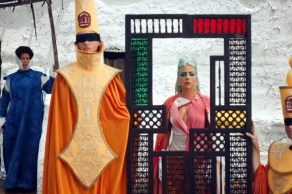 Լեդի Գագայի «փարաջանով»-յան տեսահոլովակը