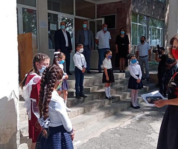 ԿԳՄՍ նախարարն Արագածոտնի մարզում մասնակցել է 2 նախակրթարանների բացմանը (տեսանյութ)