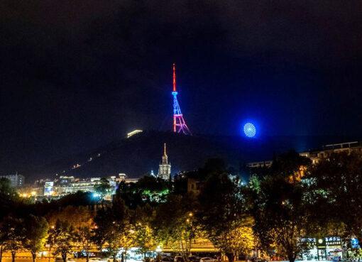 Թբիլիսի, հեռուստաաշտարակ, եռագույն