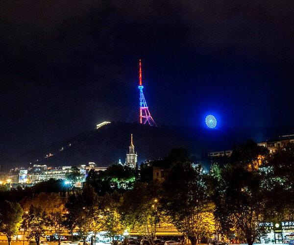 Թբիլիսիի հեռուստատեսային աշտարակը լուսավորվել է Հայաստանի դրոշի գույներով (տեսանյութ)