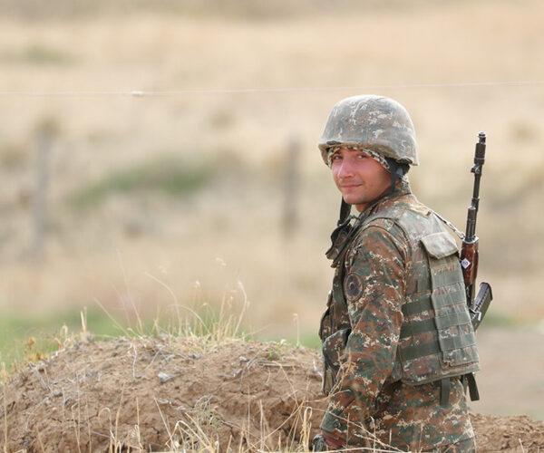 Փաշինյանը վերջին մեկ տարում զորացրված տղաներին կոչ արեց զինվորագրվել Հայոց բանակին