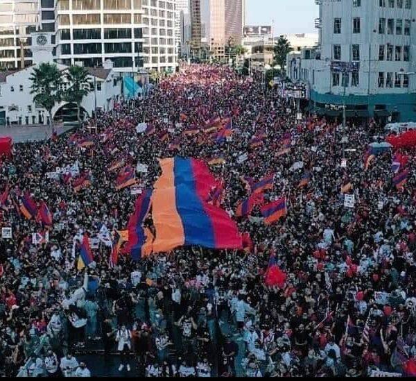 Բազմահազարանոց ցույց Լոս Անջելեսում՝ ի պաշտպանություն Արցախի