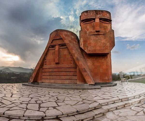 53 տարի առաջ Ստեփանակերտում տեղադրվեց «Մե՛նք ենք, մեր լեռները» հուշարձանը