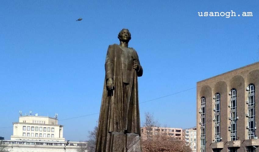 Գարեգին Նժդեհի արձանը Երեւանում
