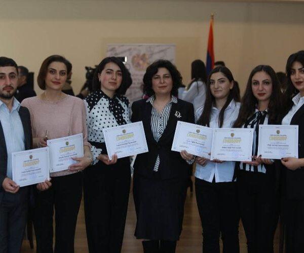 «Լավագույն ուսանող» մրցույթի հաղթողների պարգևատրման արարողություն` ԿԳՄՍՆ-ում