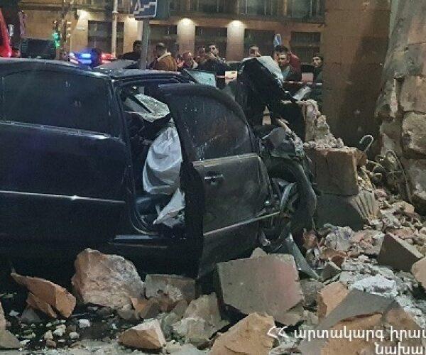 Մեքենան բախվել է «Հայրենիք» կինոթատրոնի պատին․ կա զոհ (տեսանյութ)