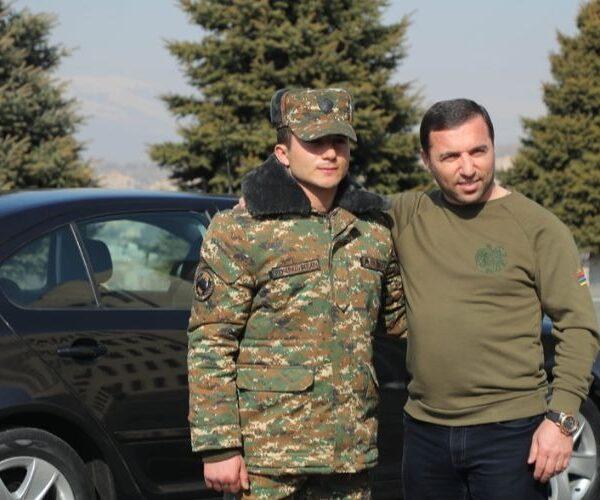 Բարերարն ավտոմեքենա է նվիրել 9 տանկ և 7 ՀՄՄ ոչնչացրած զինծառայողին