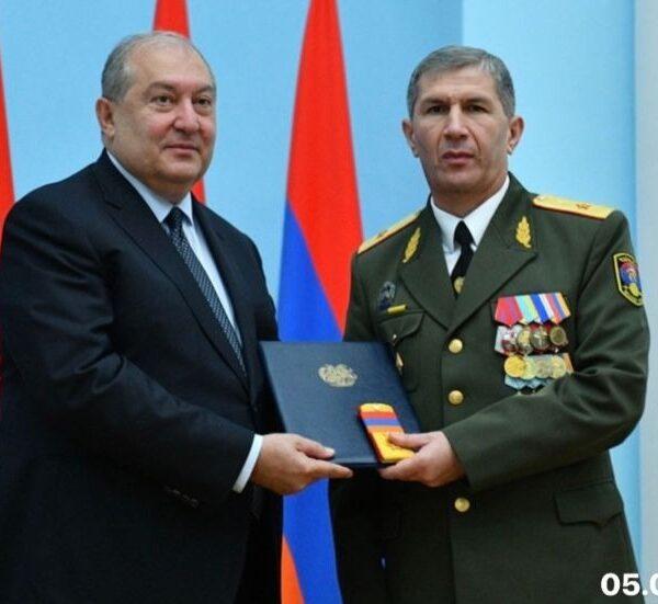 Արմեն Սարգսյանը հանդիպել է ԳՇ պետ Օնիկ Գասպարյանի հետ