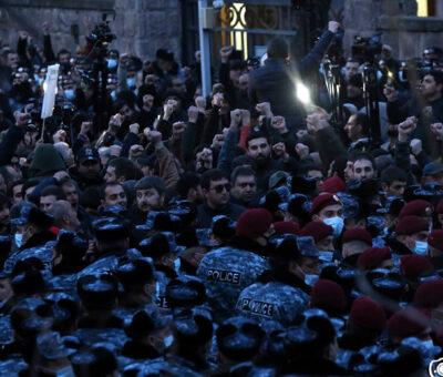 Բողոքի ակցիա Դեմիրճյան փողոցում
