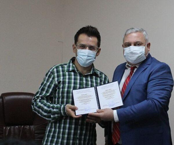 ՀՖԿՍՊԻ պատվավոր պրոֆեսորի կոչման վկայագիր՝ Լևոն Արոնյանին