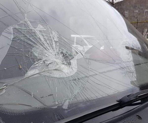 Ադրբեջանցիները քարեր են նետել զոհված զինածայողների մարմինները տեղափոխող մեքենայի վրա