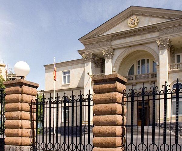 Արմեն Սարգսյանը վարչապետին, Հայրենիքի փրկության շարժման ու ԱԺ խմբակցությունների ղեկավարներին հրավիրում է նախագահական