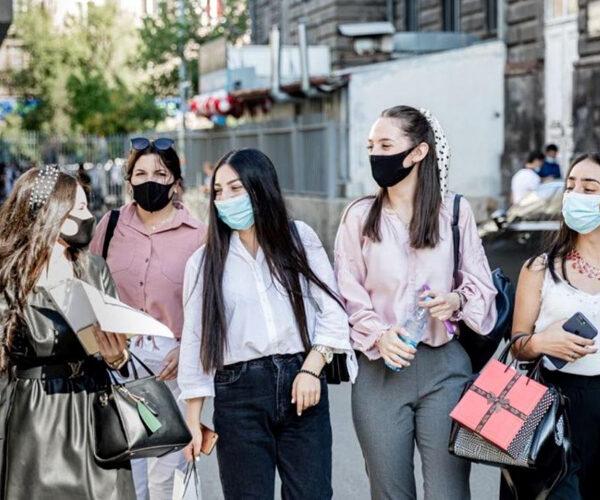 ԵՊԲՀ ռեկտորը շնորհավորել է. «Կանանց փխրուն ուսերին ընկավ ծանր պատասխանատվություն…»