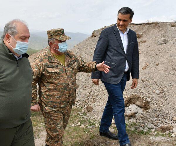 Արմեն Սարգսյանն ու Արման Թաթոյանն այցելել են սահմանային բնագիծ. տեսանյութ