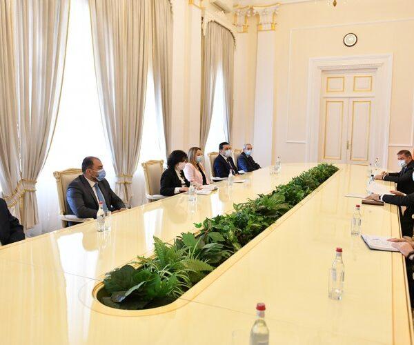 Նախագահ Սարգսյանը հանդիպել է մի շարք պետական բուհերի ռեկտորների հետ