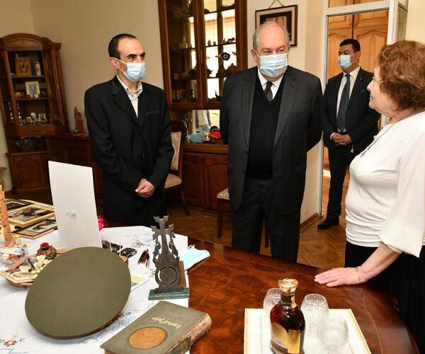 Արմեն Սարգսյանն այցելել է Կոմանդոսի տուն. տեսանյութ