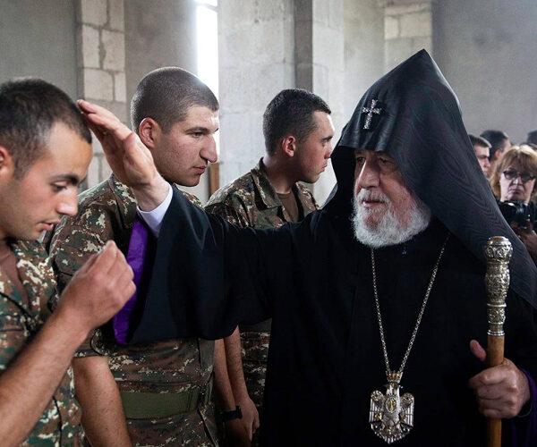Կաթողիկոսն Ամարասի վանքում օրհնել է զինվորներին