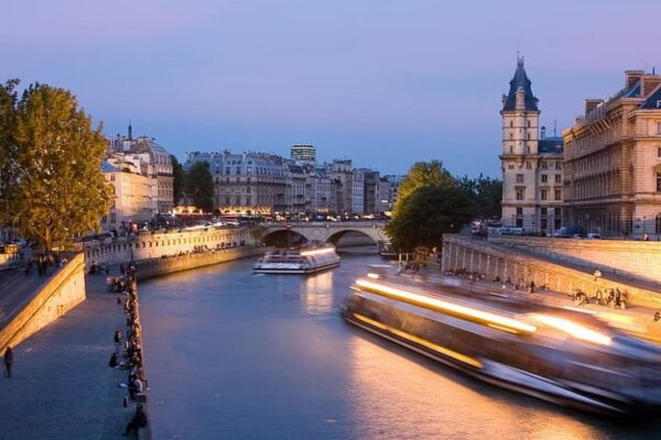 Փարիզի կենտրոնական հատվածներից մեկն անվանակոչվել է Հայաստանի անունով
